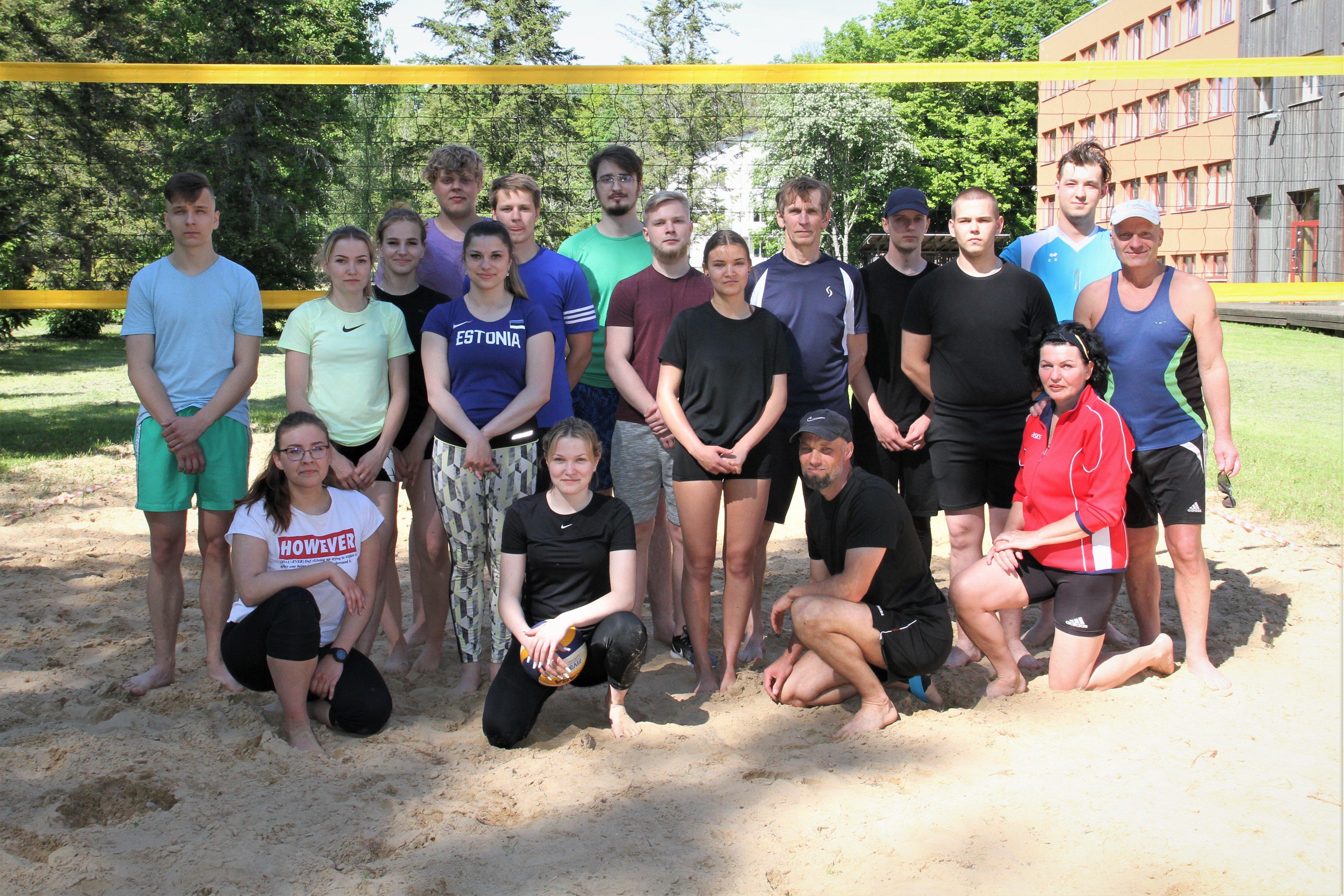 Võistlejad VIKK MV rannavõrkpallis